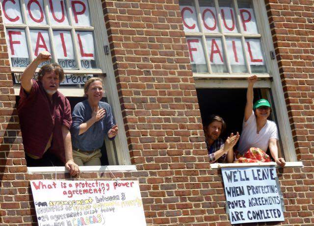 Caso contra protectores de la Embajada de Venezuela en Washington termina en juicio nulo