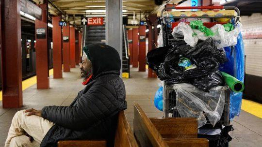 Las personas sin hogar y el metro como refugio