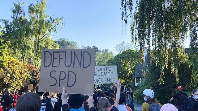 Las protestas contra la violencia policial ganan fuerza en Nueva York, Seattle y Filadelfia