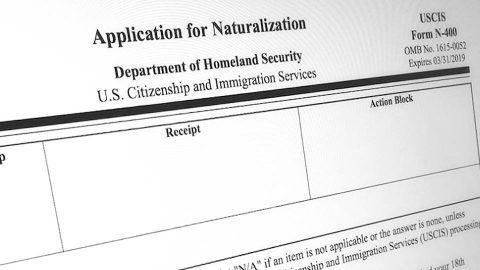 Departamento de Justicia de EE.UU. busca despojar a inmigrantes naturalizados de su ciudadanía