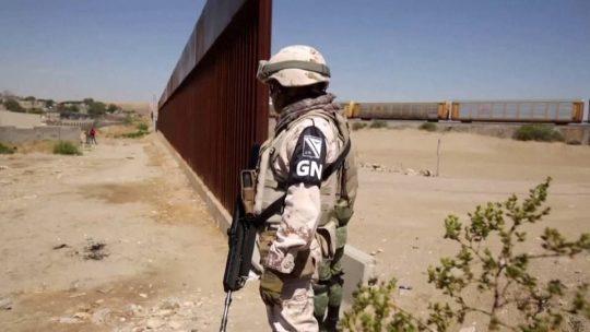"""Gobierno de Trump consideró usar """"rayo de calor"""" contra solicitantes de asilo en 2018"""
