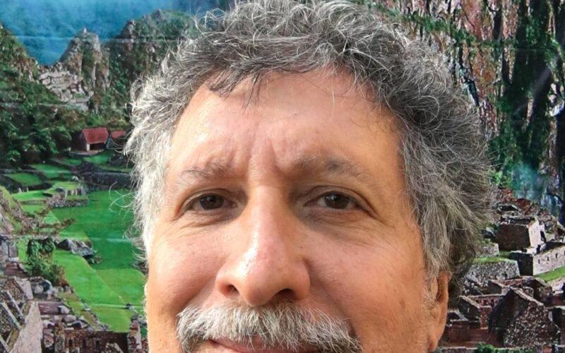 """Alonzo Wind dedica su libro """"Andean Adventures"""" a las nuevas generaciones"""