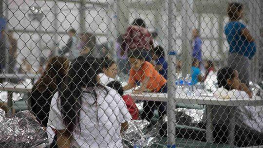 """El """"recolector de úteros"""" delICEy las políticas de inmigración racistas de Trump"""