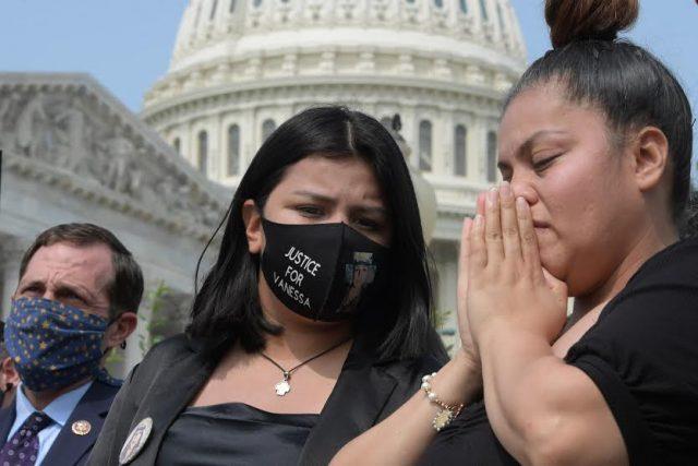 """El proyecto de ley """"I Am Vanessa Guillen"""" fue recibido por la presidenta del Congreso de EE.UU."""