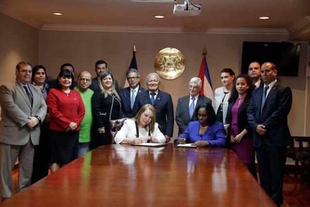 El Salvador y Cuba profundizan sus lazos económicos y comerciales