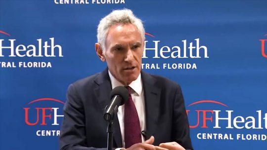 Asesor de Trump sobre coronavirus amenaza con demandar a médicos de Stanford