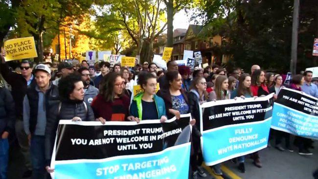 Pittsburgh: 1.000 personas marchan mientras Trump visita el sitio del tiroteo masivo antisemita