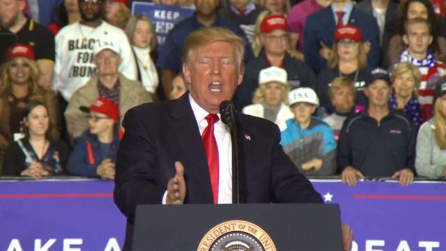 Trump ataca a los migrantes, los medios, los demócratas y al FBI