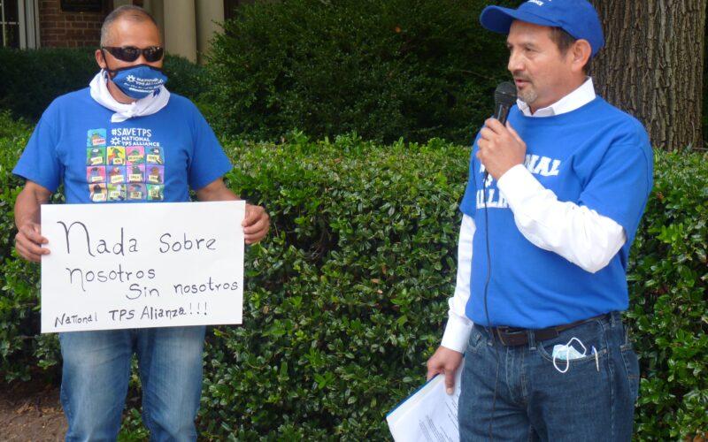 Salvadoreños con TPS reaccionan con asombro a mensaje de nueva embajadora