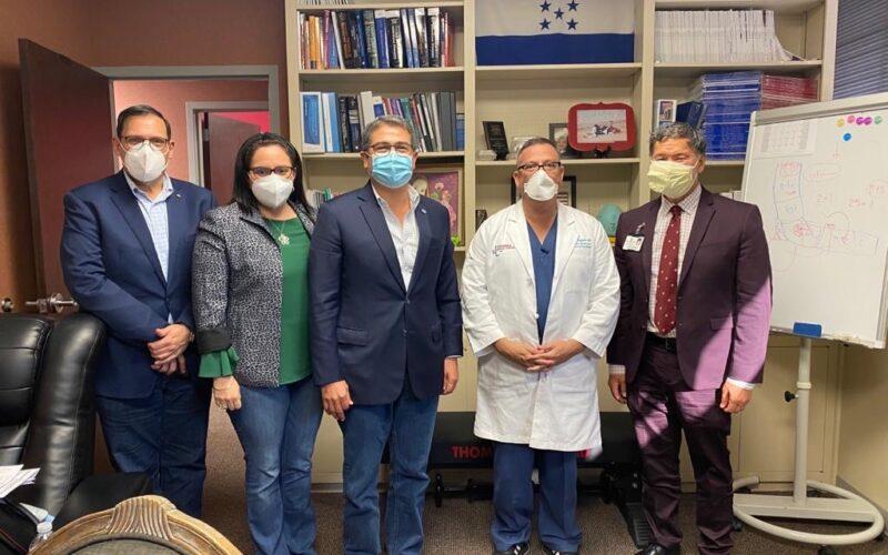 """Presidente Hernández agradece a médico hondureño por tratamiento """"Catracho"""""""