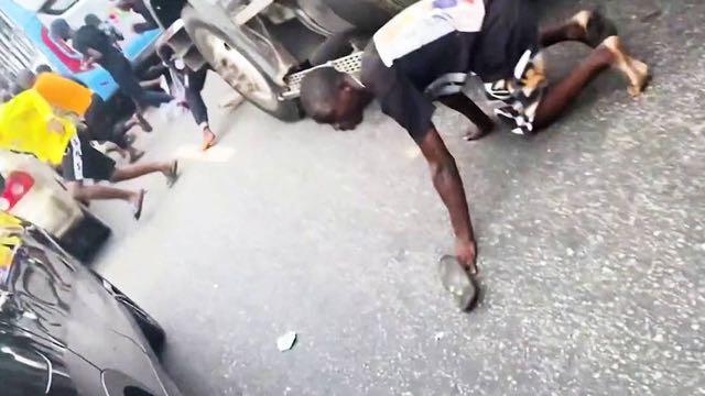 En Nigeria soldados abren fuego contra manifestantes que se oponen a la brutalidad policial