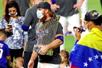 Justin Turner celebró con sus compañeros de Los Ángeles Dodgers, pese a ser positivo de coronavirus