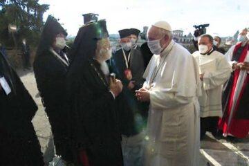 El papa usa mascarilla en un evento público por primera vez