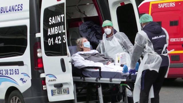 Francia extiende el toque de queda y República Checa regresa al confinamiento