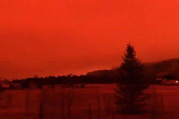 Colorado lucha contra los dos incendios forestales más grandes registrados en el estado