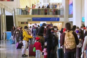 Aumenta la propagación del coronavirus durante el fin de semana festivo de Acción de Gracias en EE.UU.