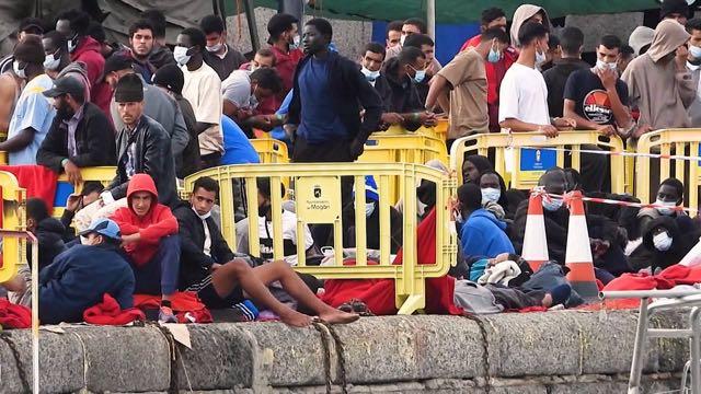 Al menos cuatro personas mueren cerca de las Islas Canarias en medio de una crisis de refugiados