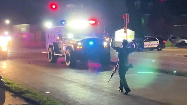 El adolescente que asesinó a dos manifestantes en Wisconsin, es liberado tras el pago de una fianza