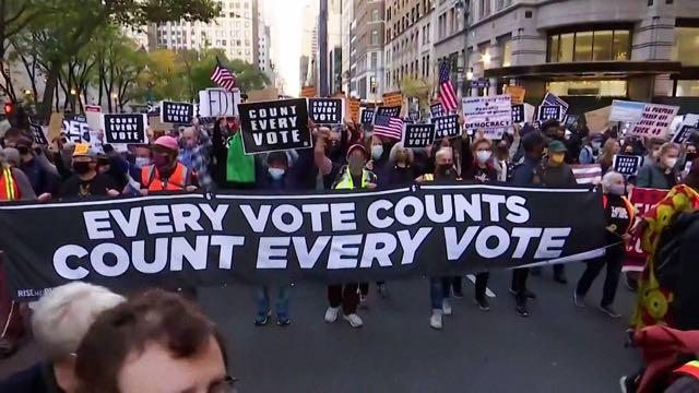 Cientos de personas arrestadas en protestas contra el intento de Trump de robar las elecciones
