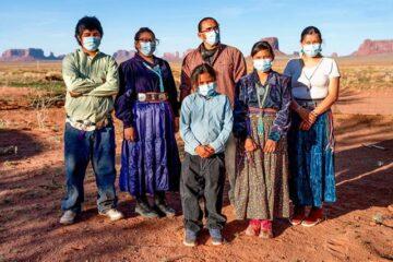 En las comunidades indígenas de Estados Unidos, los casos deCOVID-19 aumentan, pero también aumenta su poder electoral
