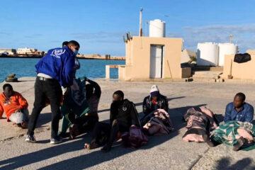 Unos 43 refugiados murieron en un naufragio frente a la costa libia
