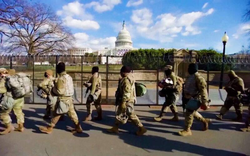 El FBI investiga a 25.000 guardias nacionales destacados en DC