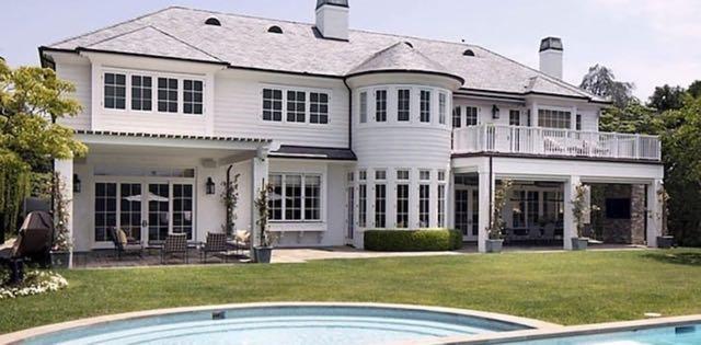 LeBron James pone a la venta su mansión en Los Ángeles