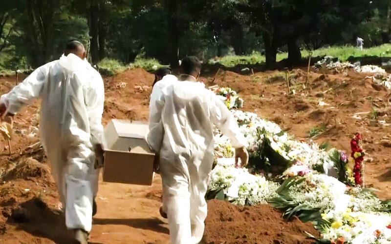 El número total de muertes por laCOVID-19 en Brasil supera las 300.000