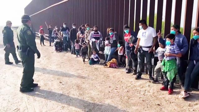 Más de 14.000 menores no acompañados permanecen bajo custodia del Gobierno de EE.UU.