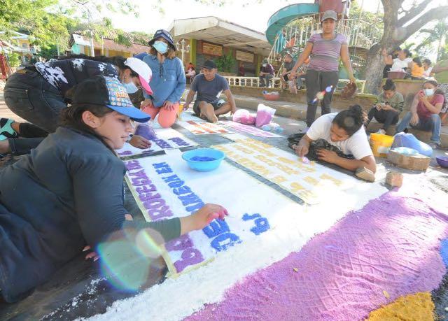 Las alfombras de Viernes Santo en nuestros pueblos hispanos