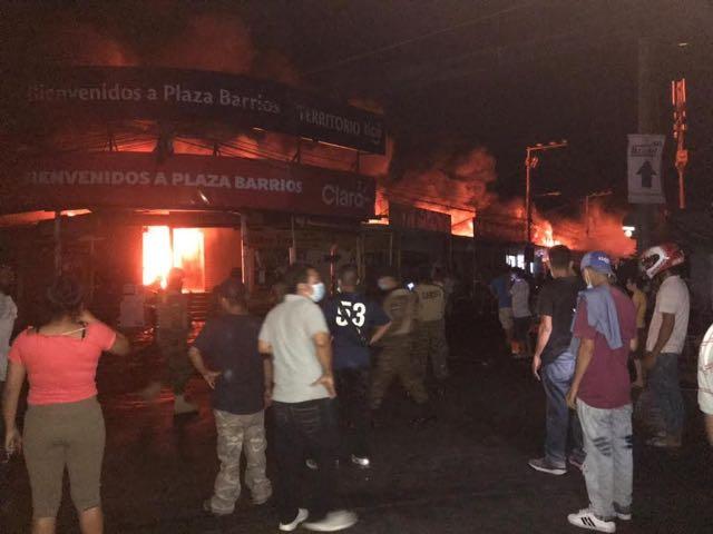 Un incendio que evoca recuerdos del Parque Barrios en San Miguel