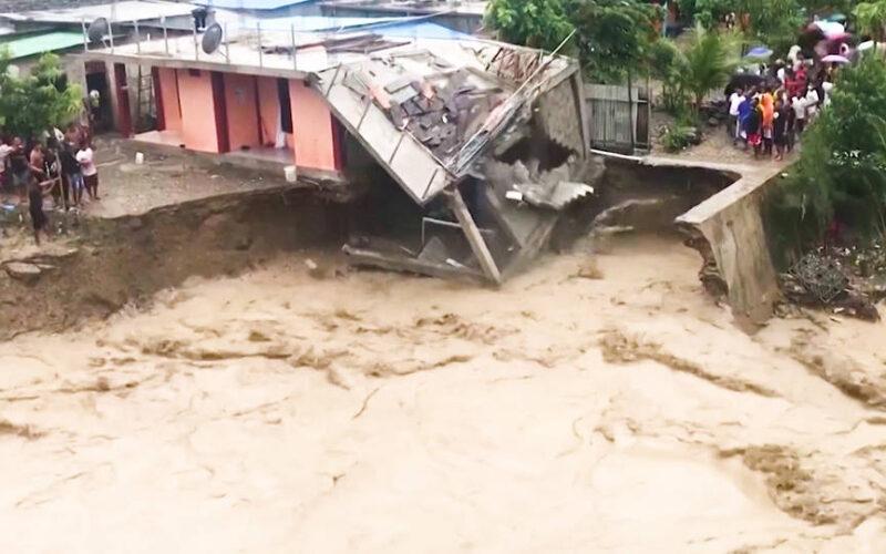 Inundaciones masivas dejan al menos 100 muertos y miles de hogares bajo el agua en Indonesia