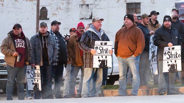 Trabajadores siderúrgicos inician una segunda semana de huelga en 5 estados de EE.UU.