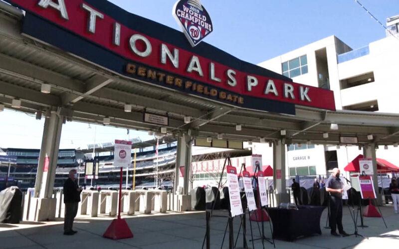 El estadio de béisbol de los Texas Rangers abrirá sus puertas al público al tope de su capacidad