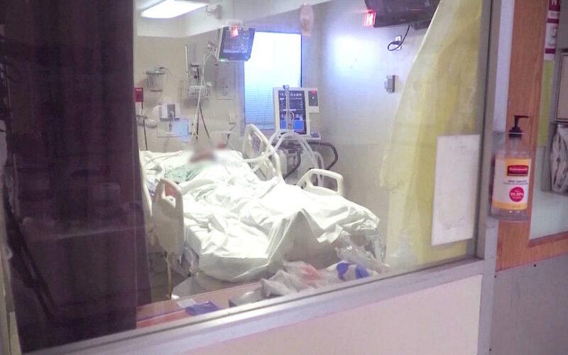 Aumentan los casos deCOVID-19 en EE.UU. y los ingresos hospitalarios de pacientes jóvenes