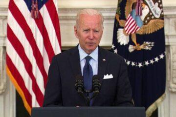 Biden planea que el 70% de los adultos estén vacunados antes del Día de la Independencia de EE.UU.