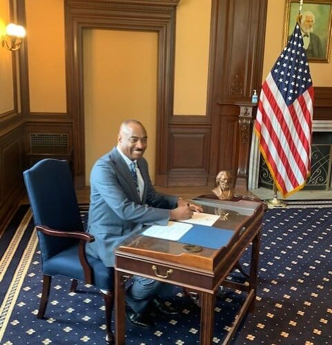 Bienvenida al nuevo presidente Van Lee