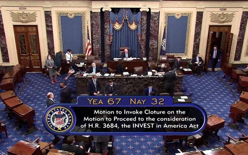 El Senado de EE.UU. vota a favor de iniciar debate sobre proyecto para construir infraestructura