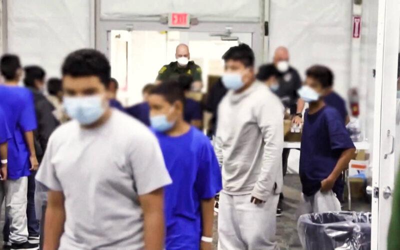 Fiscales del INS continúan deportando a inmigrantes