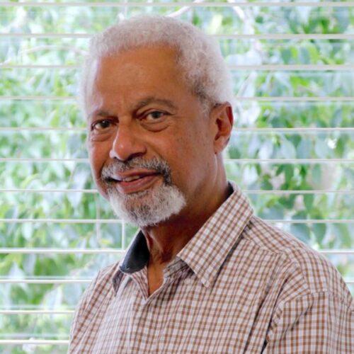 Novelista tanzano-inglés gana el Premio Nobel de Literatura
