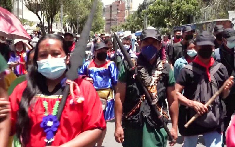 Comunidades indígenas de la Amazonia demandan a Ecuador para detener planes de minería y extracción de petróleo