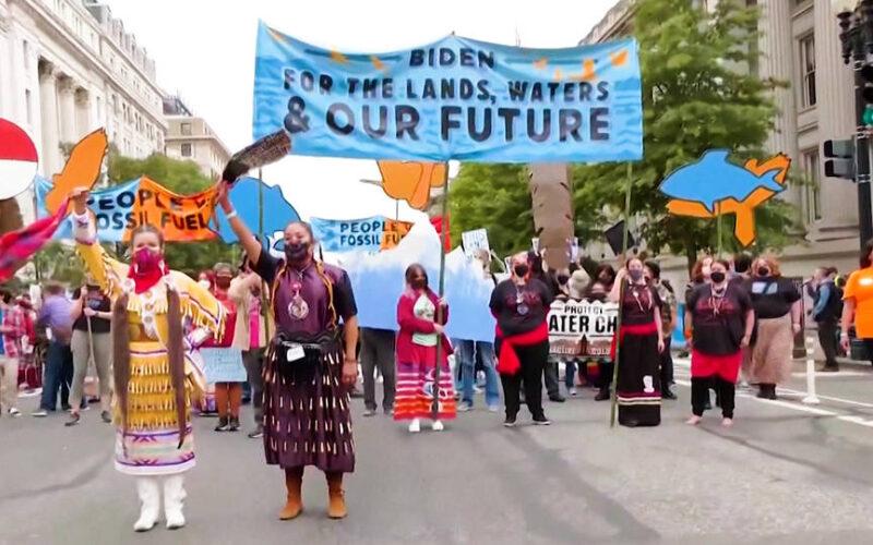 Arrestan a 135 personas frente a la Casa Blanca en el Día de los Pueblos Indígenas