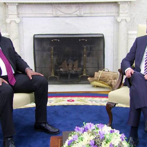 Biden recibe en la Casa Blanca al presidente de Kenia, implicado en los papeles de Pandora