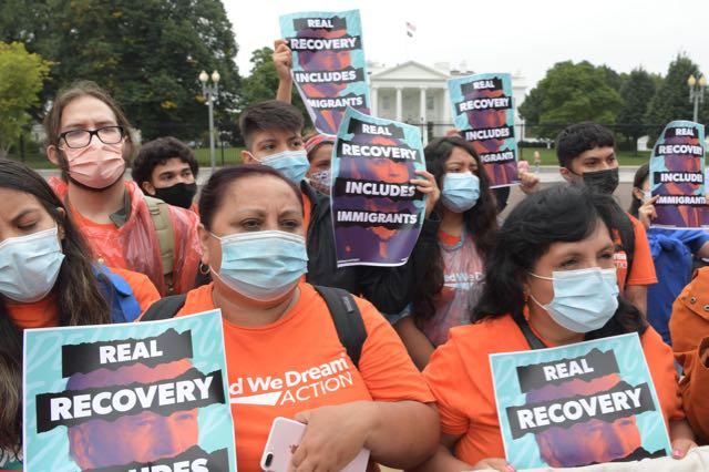 Manifestantes piden a Biden no olvidar promesas hechas a los inmigrantes